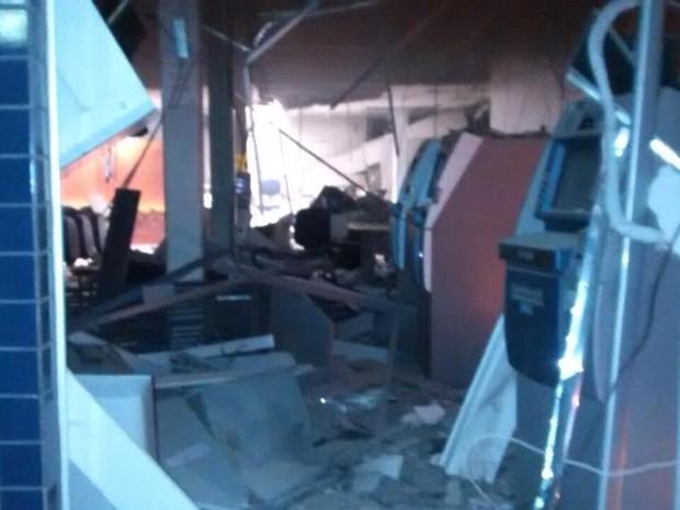Explosão de caixa eletrônico em Pains (Foto: Polícia Militar/ Divulgação)