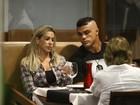 Vitor Belfort janta com a família no Rio
