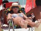 De biquininho, Mirella Santos curte dia na praia