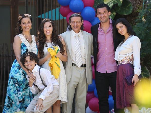 Lipe, Bibiana, Marizé, Donato, Fred e Cristal (Foto: Vila dos Ventos / TV Globo)