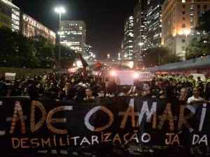 manifestantes fecham a Av. 23 de Maio (Foto: Nelson Almeida/AFP)
