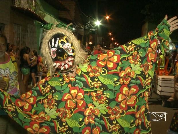 """O famoso """"Fofão"""" é personagem tradicional no carnaval de São Luís (Foto: Reprodução/TV Mirante)"""