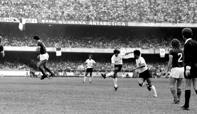 Rivelino jogo Corinthians x Palmeiras 1974 (Foto: Arquivo / Agência Estado)