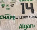 David Braz envia camisa de homenagem do Santos à Chape para esposa de Thiego