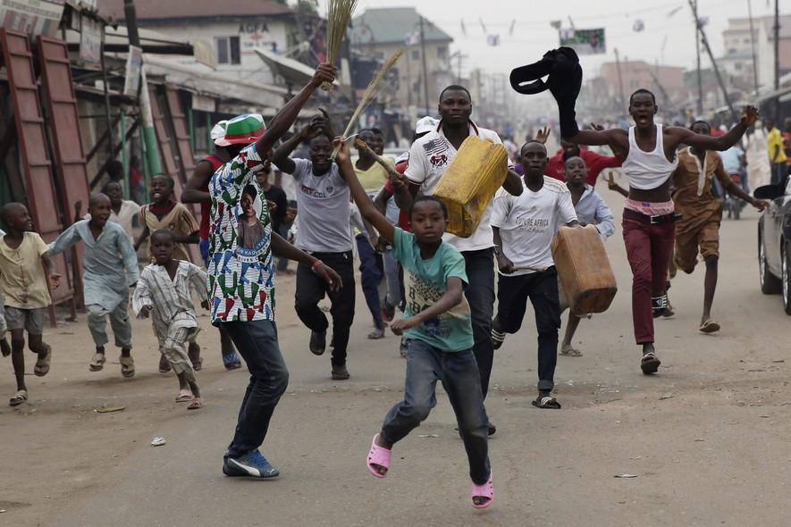 Nigerianos antecipam a comemoração da vitória do candidato Muhammadu Buhari nas eleições do país. Os votos ainda não foram computados nos 36 estados da Nigéria, mas Buhari segue em vantagem em relação ao atual presidente Goodluck Jonat
