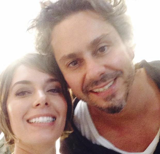 A jornalista Ana Carolina Oleksy acompanhou o ator e cantor curitibano Alexandre Nero em sua última visita à cidade (Foto:  Reprodução/Redes Sociais)
