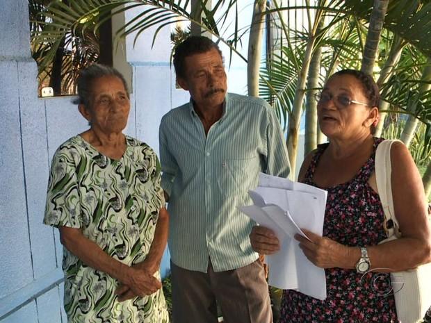 Atestado de óbito tem mesmo nome e CPF de aposentada que está viva. (Foto: Reprodução/TV Gazeta)