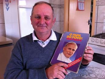 Cláudio é conhecido por ser 'a cara do papa' (Foto: Giulia Perachi/RBS TV)