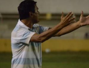Gil Sergipano reclama de expulsões (Foto: João Áquila)