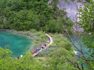 A internauta Regina Celia Travaglini não acreditou na tonalidade das águas que viu no Parque Nacional Lagos de Plitvice (Foto: Regina Celia Travaglini/VC no G1)