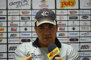 Tuca Guimarães, técnico do Comercial (Foto: Luan Amaral)