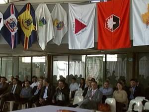 Encontro de prefeitos em Divinópolis discute propostas para municípios (Foto: Reprodução / TV Integração)