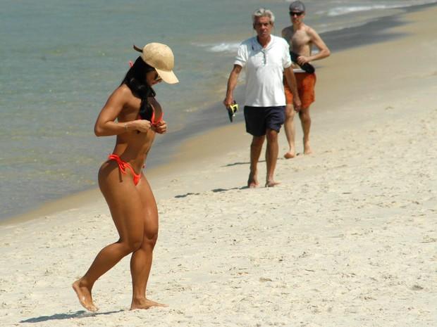 Calor foi um convite à praia nesta quarta-feira 16) (Foto: ALESSANDRO BUZAS/FUTURA PRESS/ESTADÃO CONTEÚDO)