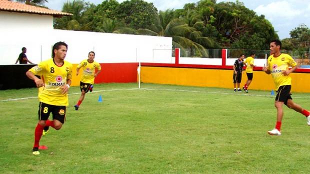 Reis durante treino no Santa Cruz de Cuiarana (Foto: Divulgação / Ascom Santa Cruz-PA)