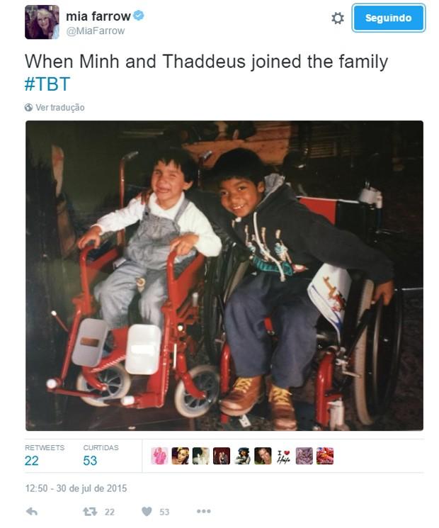 Mia Farrow fez post em 2015 relembrando Thaddeus e a filha Frankie-Minh Farrow quando eram mais novos (Foto: Reprodução/Twitter)