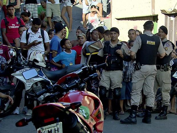 Três jovens morrem baleados no bairro São Geraldo, em Belo Horizonte (Foto: Reprodução TV Globo)
