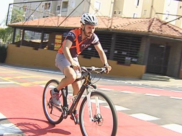 Ciclista questiona prefeitura sobre mobilidade urbana (Foto: Reprodução / TV TEM)