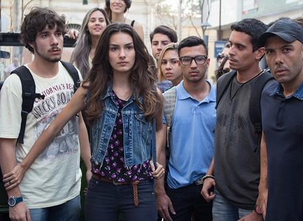 Luciana impede que Luan apanhe da galera do Leal Brazil