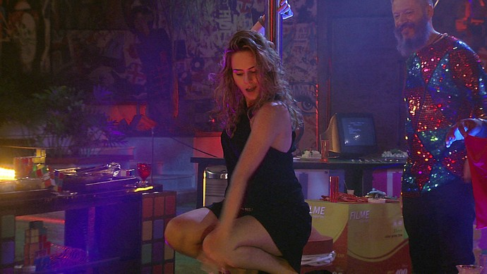 Ana Paula sensualizando madrugada festa 28_01 (Foto: TV Globo)
