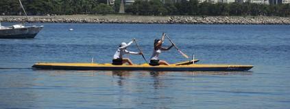 Dani Suzuki troca surfe  pela canoa havaiana (Luma Dantas)