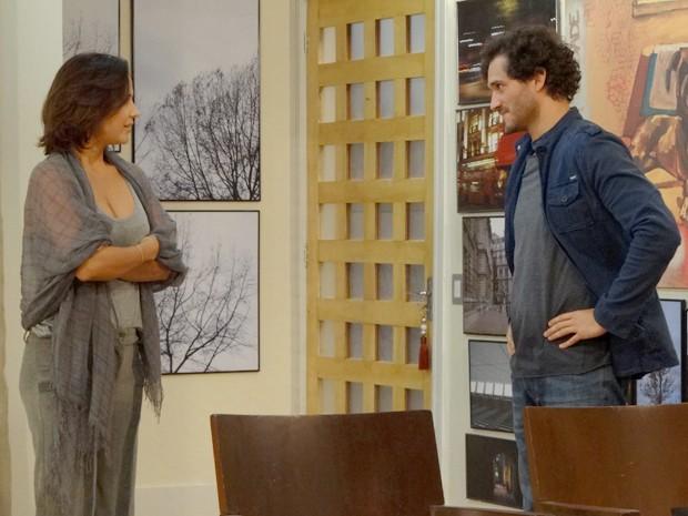 Será mesmo que Manoela está toda boazinha? (Foto: Guerra dos Sexos / TV Globo)