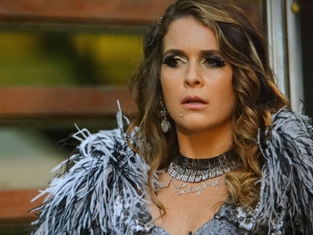 Chayene não esperava por essa (Foto: Cheias de Charme / TV Globo)