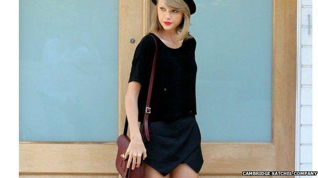 A cantora americana Taylor Swift é uma das celebridades que endossa as bolsas da Cambridge  (Foto: Cambridge Satchel Company)