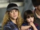 Grávida, Shakira leva o filho ao jogo de Piqué