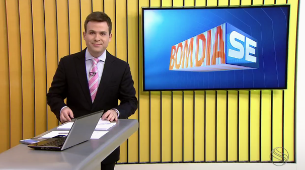 Lyderwan Santos apresenta o Bom Dia Sergipe (Foto: Divulgação / TV Sergipe)