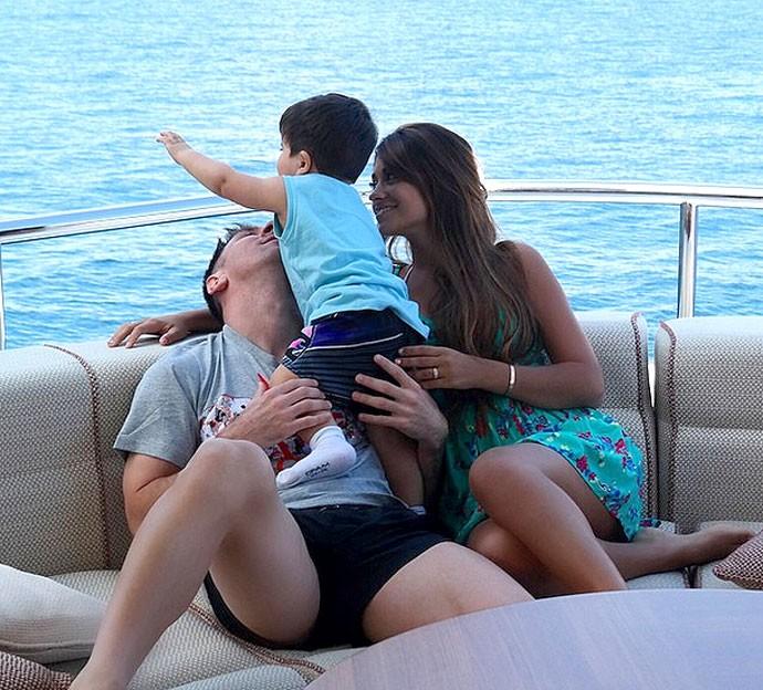 Messi com esposa e filho