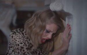 "Taylor Swift vive uma namorada histérica no clipe de ""Blank Space""; assista"