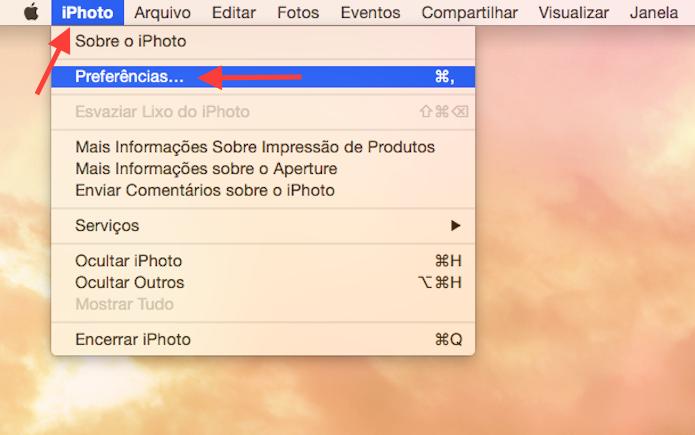 Acessando as configurações do iPhoto para vincular uma conta do Facebook (Foto: Reprodução/Marvin Costa)