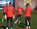 Neymar desembarca em Barcelona e já treina com os demais companheiros