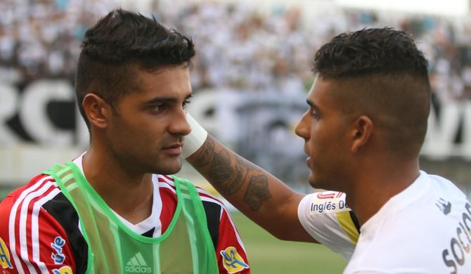 Giovanni, lateral-esquerdo do Botafogo-SP (Foto: Rogério Moroti/Ag. Botafogo)