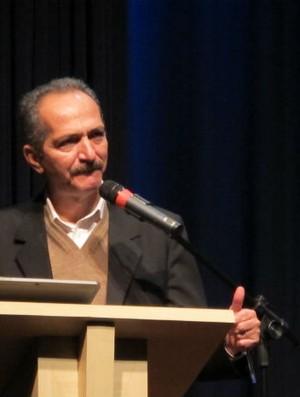 Ministro Aldo Rebelo em palestra (Foto: Gustavo Serbonchini / Globoesporte.com)