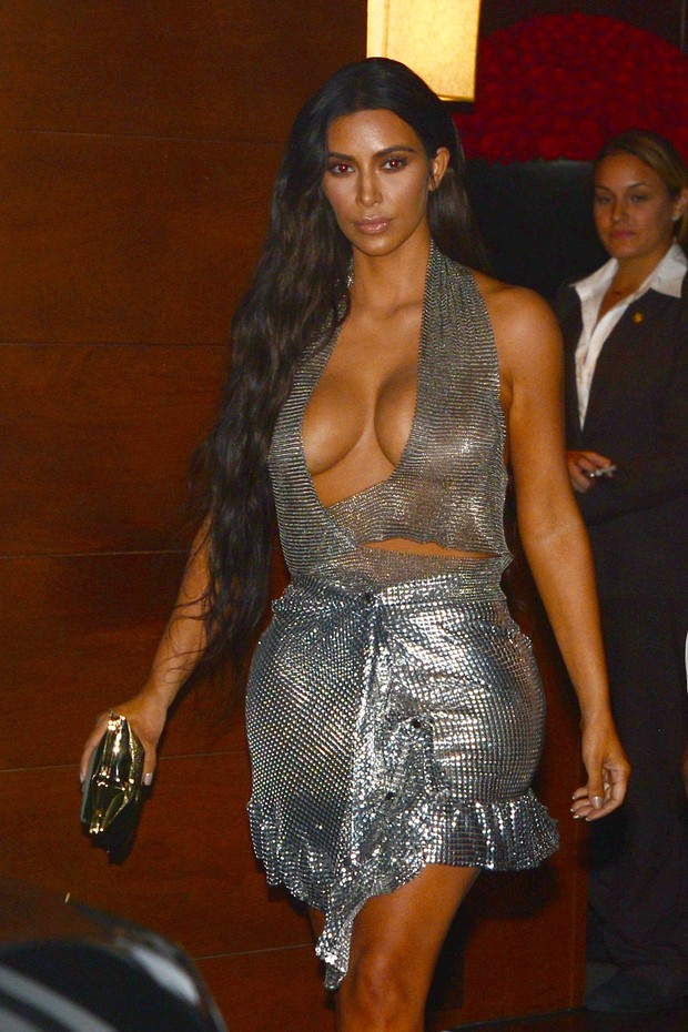 Kim Kardashian deixa hotel em Miami, nos Estados Unidos (Foto: AKM-GSI/ Agência)