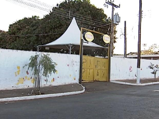 Crime aconteceu no recinto de exposições de Guapiaçu (Foto: Reprodução/TV Tem)