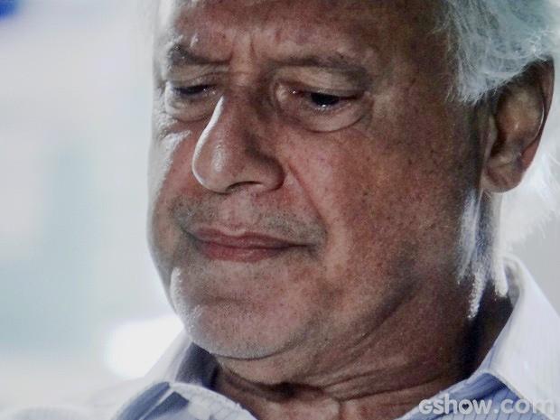 César tem pena de Aline, mesmo sabendo de toda a verdade (Foto: Amor à Vida/TV Globo)