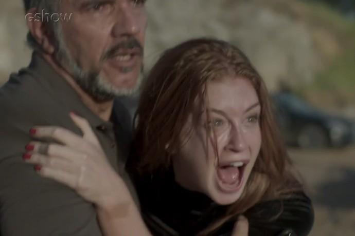 Eliza se desespera ao ver Jonatas brigando com Jacaré (Foto: TV Globo)