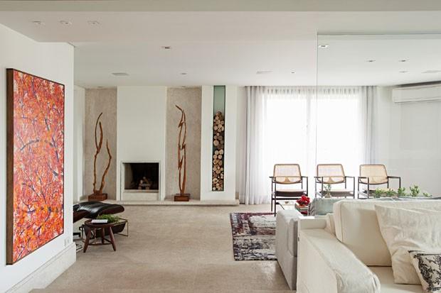 Ambientes amplos e design brasileiro em um apartamento de 240 m² (Foto: Gui Morelli)