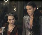 Tatá Werneck e Bruna Marquezine em cena de 'Deus salve o rei' | TV Globo