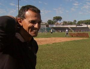 Técnico Donizete Gil diz que vendeu o carro para ajudar os jogadores (Foto: Reprodução / EPTV)