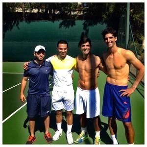 Eric Gomes ao lado dos jogadores em treino de Bellucci (Foto: Divulgação)