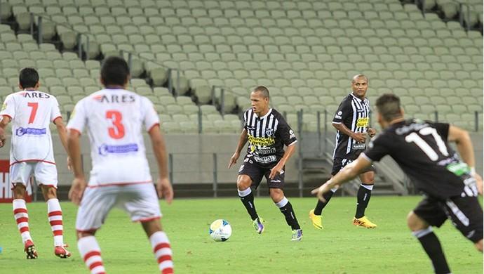 Alagoano Souza deve entrar como titular diante do CRB (Foto: Divulgação/CearaSC.com)