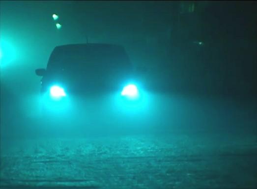 Em vários trechos do bairro, a iluminação vem dos carros (Foto: Amazônia TV)