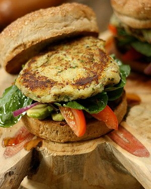 Hambúrguer vegano de batata-doce com quinoa (Foto: Divulgação)