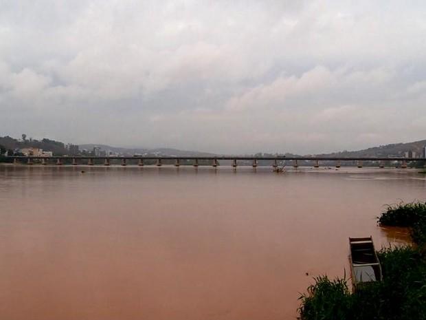 Rio Doce em Colatina, região Noroeste do Espírito Santo (Foto: Reprodução/ TV Gazeta)