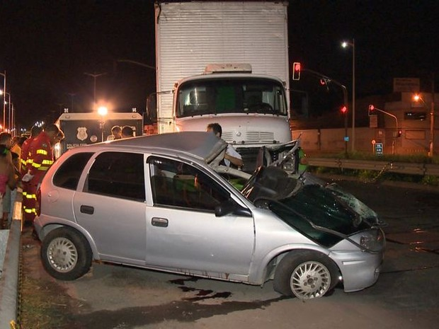 Acidente aconteceu na Rodovia do Contorno em Cariacica (Foto: Reprodução/ TV Gazeta)