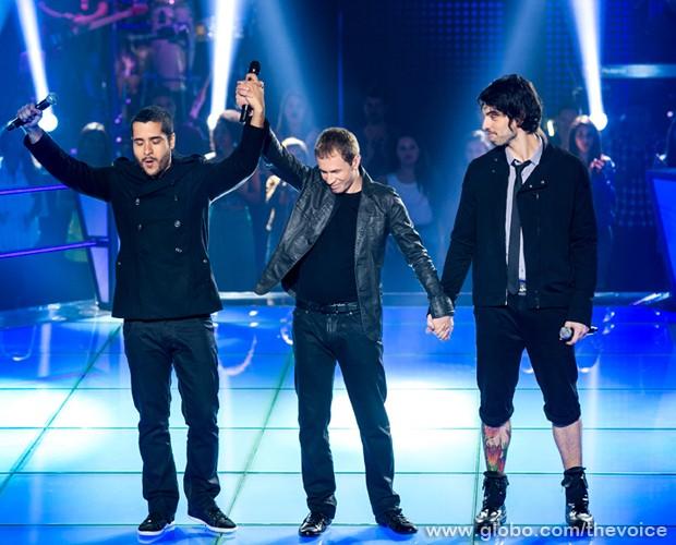 A dupla canta sucesso do grupo Beatles (Foto: Isabella Pinheiro/TV Globo)