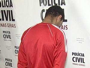 suspeito assalto acidente trânsito Sacramento preso Pedregulho (Foto: Reprodução/ TV Integração)